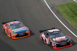Кайл Буш, Joe Gibbs Racing Toyota и Эрик Джонс, Joe Gibbs Racing Toyota