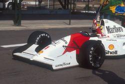 Yarış galibi Ayrton Senna, McLaren MP4/7A Honda
