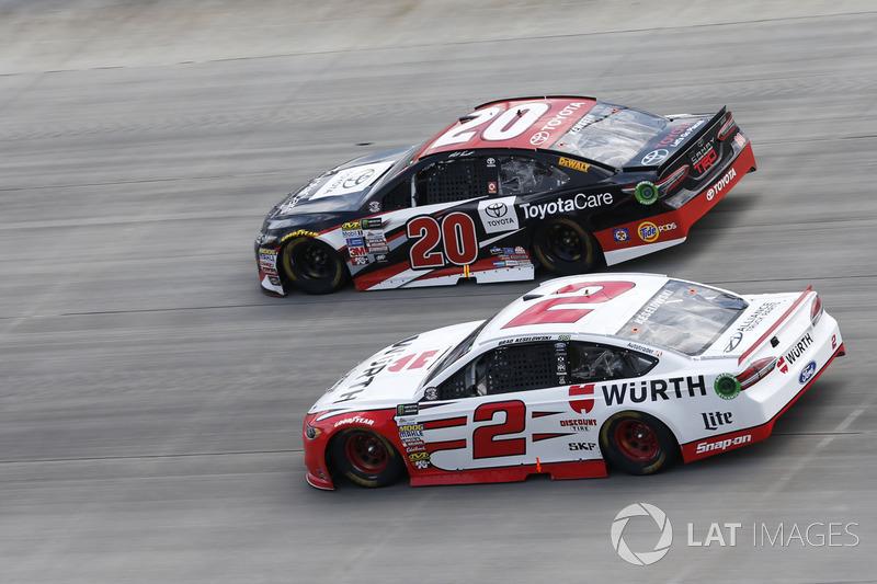 Brad Keselowski, Team Penske, Ford; Matt Kenseth, Joe Gibbs Racing, Toyota