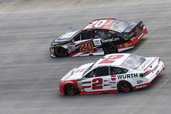 Brad Keselowski, Team Penske, Ford; Matt Kenseth, Joe Gibbs Racing, Toyota