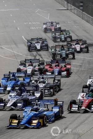 Scott Dixon, Chip Ganassi Racing Honda and traffic