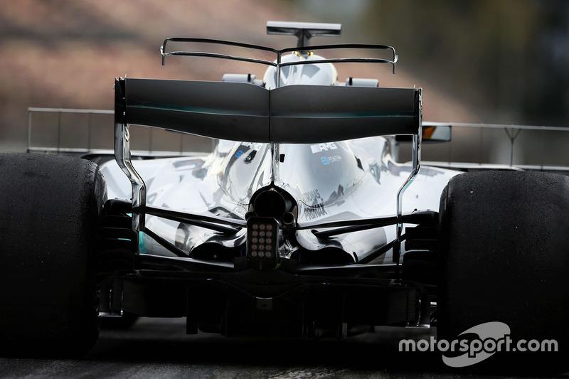Lewis Hamilton, Mercedes AMG F1 W08 dengan sayap-T ganda