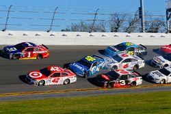 Jimmie Johnson, Hendrick Motorsports Chevrolet and Trevor Bayne, Roush Fenway Racing Ford crash
