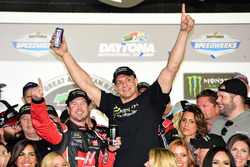 Kurt Busch, Stewart-Haas Racing Ford, celebrates in Victory Lane with New England Patriots tight end Rob Gronkowski