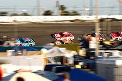 Aric Almirola, Richard Petty Motorsports Ford; Kyle Larson, Chip Ganassi Racing Chevrolet, Cole Whit