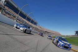 Chase Elliott, Hendrick Motorsports Chevrolet and Dale Earnhardt Jr., Hendrick Motorsports Chevrolet lead the field for the Daytona 500