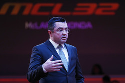 Eric Boullier, directeur de la compétition, McLaren, sur scène lors de la présentation de la McLaren MCL32