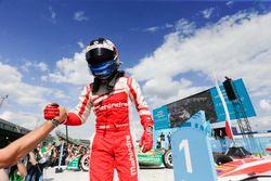 Felix Rosenqvist, Mahindra Racing, festeggia dopo la vittoria della gara