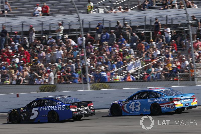 Darrell Wallace Jr., Richard Petty Motorsports Ford, Kasey Kahne, Hendrick Motorsports Chevrolet
