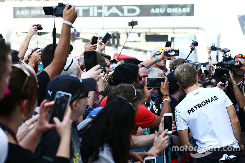 Nico Rosberg, Mercedes AMG F1 con fans
