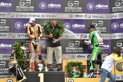 Podium: race winner Peter Hickman, BMW, second place Michael Rutter, BMW, third place Martin Jessopp, BMW