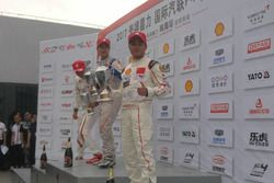 Podium Race 1 F4 Tiongkok, Charles Leong, posisi pertama, Charles Lin posisi kedua dan David Sitanal
