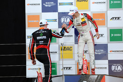 Podium: Callum Ilott, Prema Powerteam, Dallara F317 - Mercedes-Benz en Joel Eriksson, Motopark, Dall