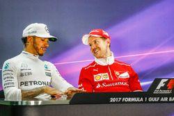 Conférence de presse d'après-course : le vainqueur Sebastian Vettel, Ferrari, le second Lewis Hamilton, Mercedes AMG