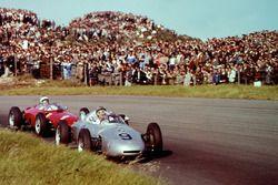 Hans Herrmann, Porsche 718 leads Phil Hill, Ferrari Dino 156