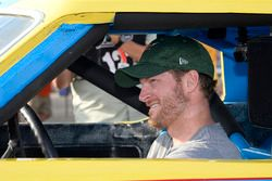 Dale Earnhardt Jr. con la rookie car di Dale Earnhardt
