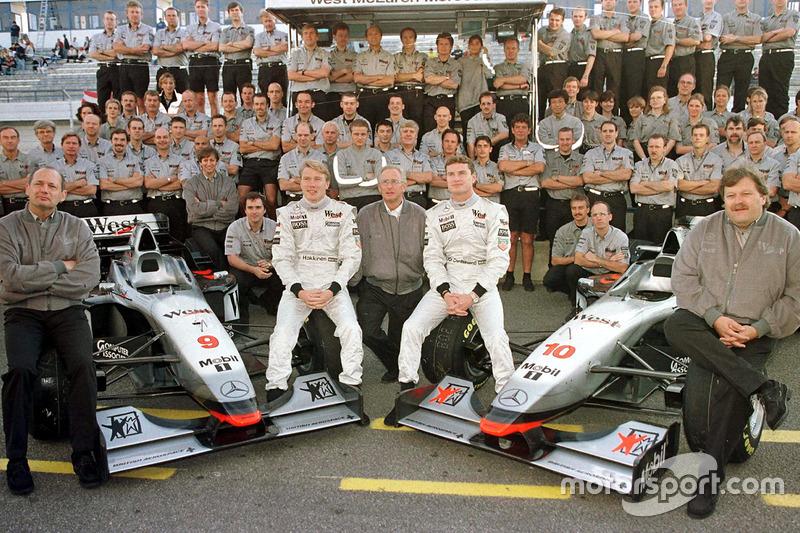 Gruppenfoto mit Ron Dennis, Mika Häkkinen, Jürgen Schrempp, David Coulthard, Norbert Haug