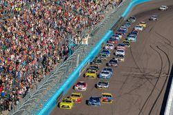 Matt Kenseth, Joe Gibbs Racing Toyota, Alex Bowman, Hendrick Motorsports Chevrolet lead