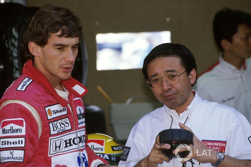 Ayrton Senna, McLaren Honda MP4/5B con Osamu Goto, responsable de Honda