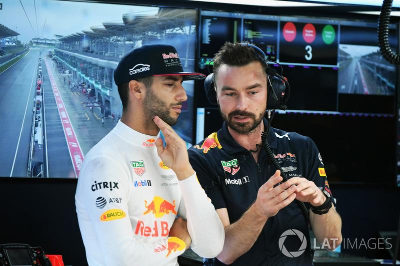 Daniel Ricciardo, Red Bull Racing ve Simon Rennie, Red Bull Racing Yarış Mühendisi