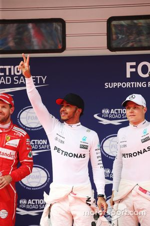 Polesitter Lewis Hamilton, Mercedes AMG F1; 2. Sebastian Vettel, Ferrari; 3. Valtteri Bottas, Merced