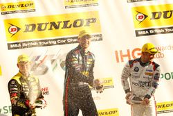 3. sıra Tom Chilton, Power Maxed Racing Vauxhall Astra, 2. sıra Colin Turkington, Team BMW BMW 125i