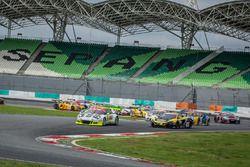 #911 Manthey Racing, Porsche 911 GT3R, Nick Tandy, Earl Bamber, Patrick Pilet