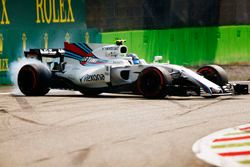 Lance Stroll, Williams FW40, spins