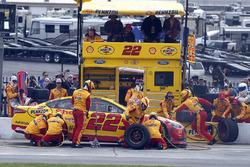 Joey Logano, Team Penske Ford pit stop
