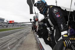 Un mécanicien Michael Shank Racing