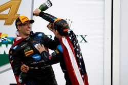 Douche de champagne pour #10 Wayne Taylor Racing Cadillac DPi: Ricky Taylor, Jeff Gordon