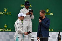 Гонщики Mercedes AMG F1 Валттери Боттас и Льюис Хэмилтон, Дженсон Баттон, McLaren