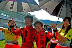 ST-Xクラスで優勝した#8 ARN Ferrari 488 GT3の永井宏明と佐々木孝太