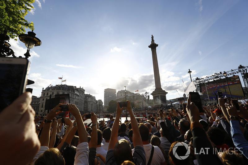 Fans berkumpul di event F1 Live