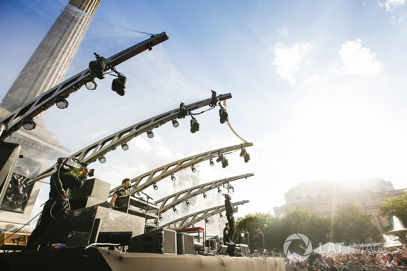 Виступ гурту Bastille