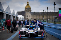 Mechanics push the car of Antonio Felix da Costa, Amlin Andretti Formula E Team