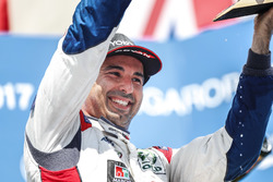 Podium: winnaar Mehdi Bennani, Sébastien Loeb Racing, Citroën C-Elysée WTCC
