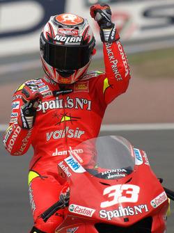 Ganador de la carrera Marco Melandri, Fortuna Honda