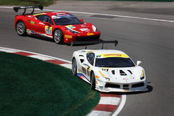 #127 Lake Forest Sportscars: Rick Mancuso, #259 Ferrari Québec: Mario Guerin