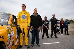 Todd Gilliland, Kyle Busch Motorsports Toyota, mit Vater David Gilliland