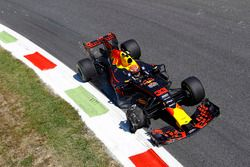 Max Verstappen, Red Bull Racing RB13 with a damaged tyre