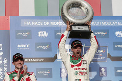 Podium: Le vainqueurTiago Monteiro, Honda Racing Team JAS, Honda Civic WTCC
