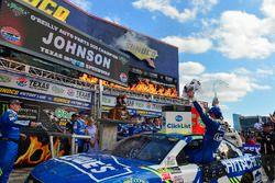 Yarış galibi Jimmie Johnson, Hendrick Motorsports Chevrolet, victory lane