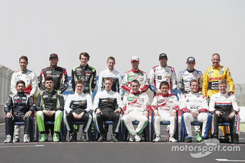 Gruppenfoto: Die WTCC-Fahrer 2017
