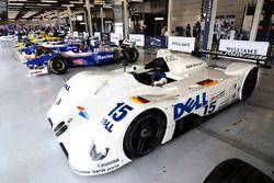 El ganador de Le Mans de BMW V12 LMR 1999, surtido de coches clásicos de Williams F1