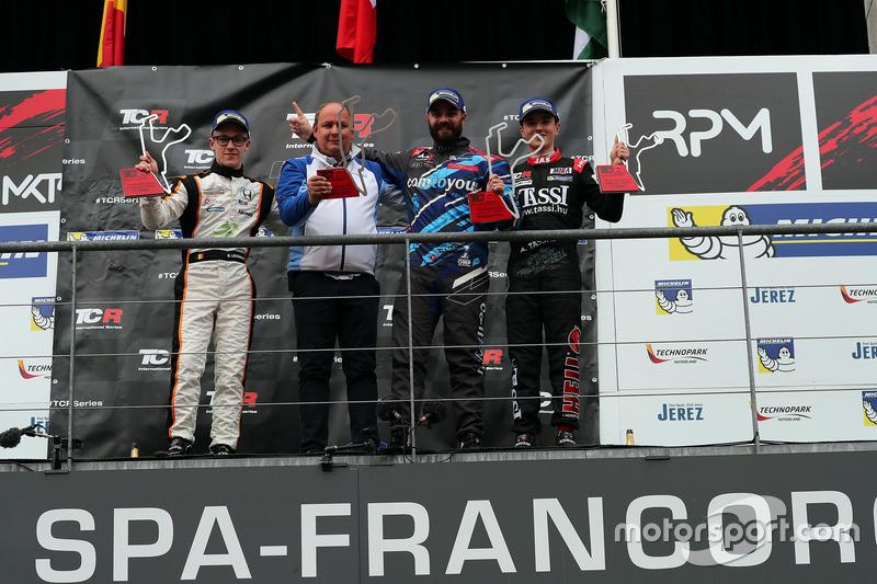 Podio: il vincitore della gara Stefano Comini, Comtoyou Racing, Audi RS3 LMS, il secondo classificat