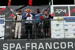 Подиум: победитель Стефано Комини, Comtoyou Racing, второе место – Бенжамен Лиссен, Boutsen Ginion R