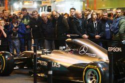 Посетители на стенде журнала F1 Racing