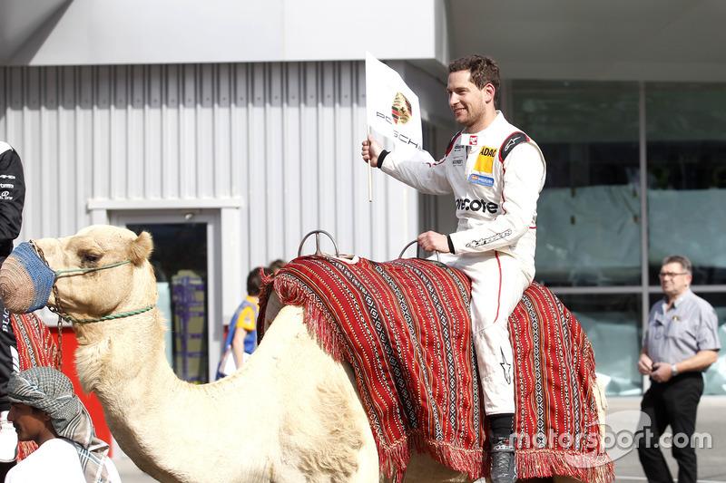 """Sieger-""""Taxi"""": Robert Renauer auf einem Kamel"""