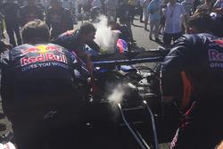 Crew members use an extinguisher on the car of Daniil Kvyat, Scuderia Toro Rosso